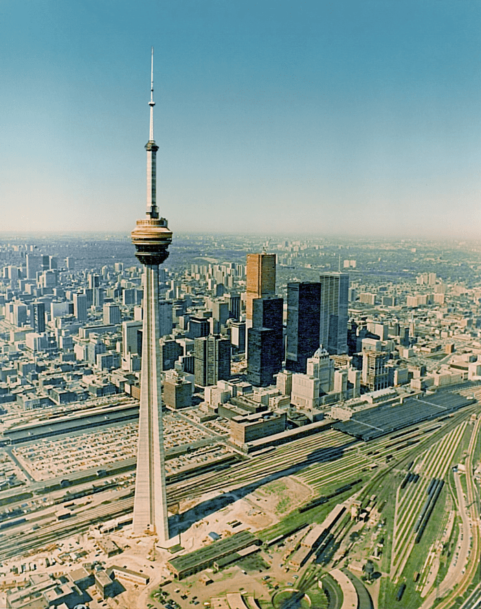 Lifting of Steel Structure, CN Tower - Toronto, Canada - bygging uddemann